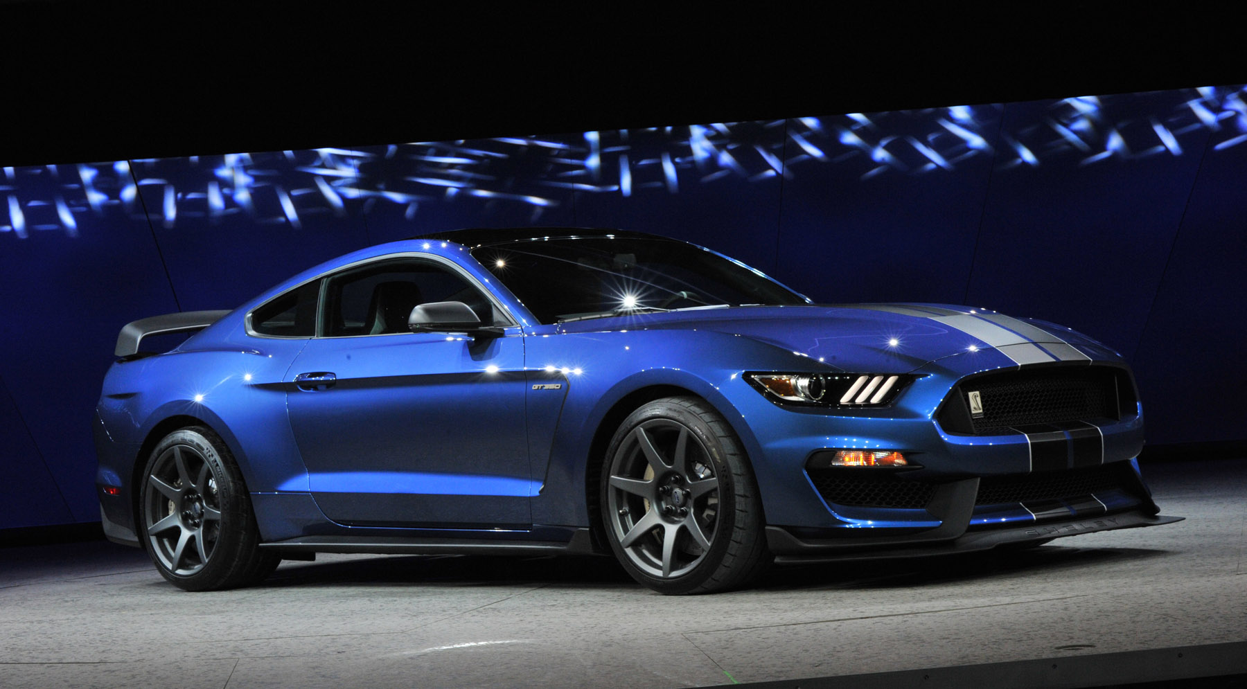 2016 ford mustang shelby gt350r live photos 2015 naias carfanatics blog. Black Bedroom Furniture Sets. Home Design Ideas