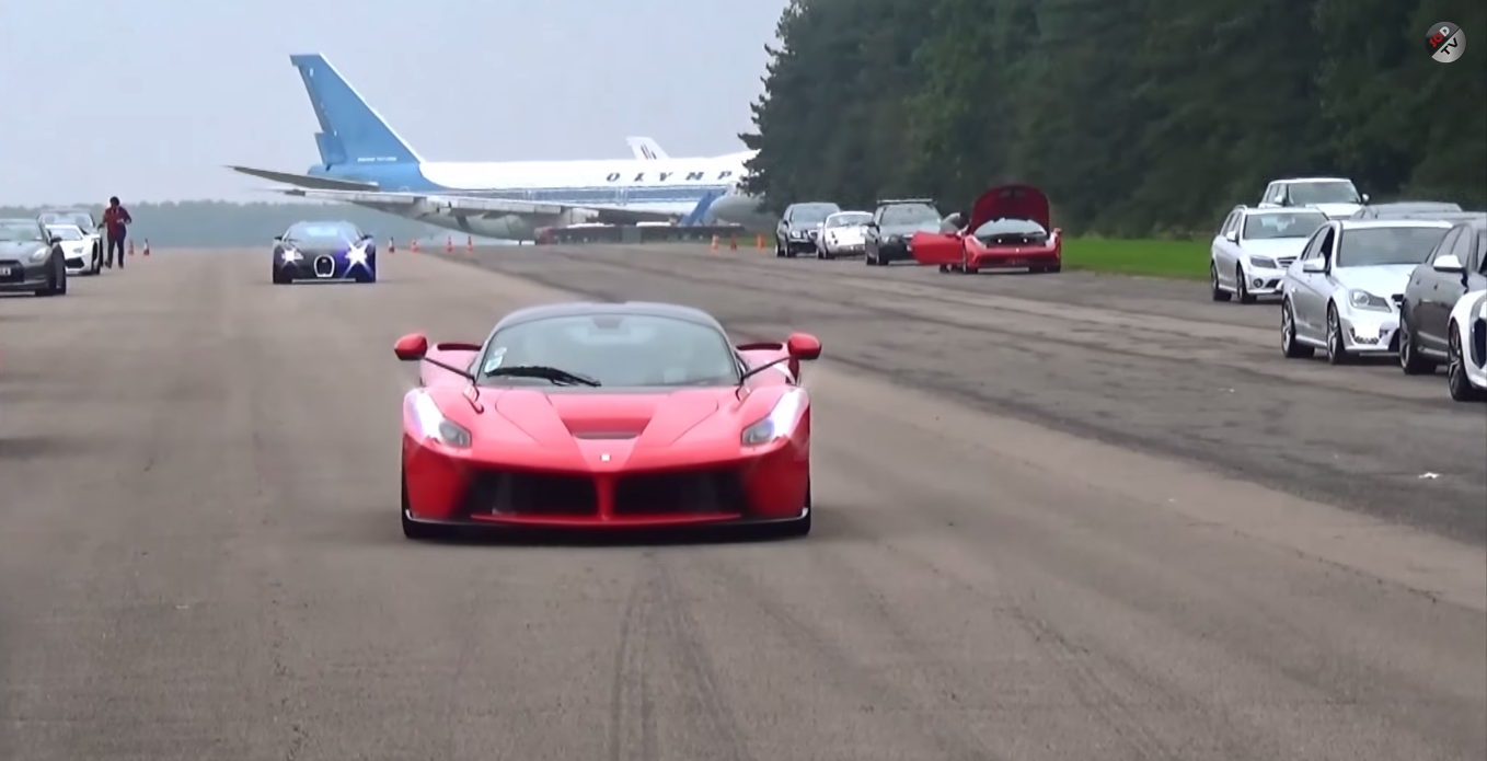 Drag race: Bugatti Veyron vs. LaFerrari • Carfanatics Blog